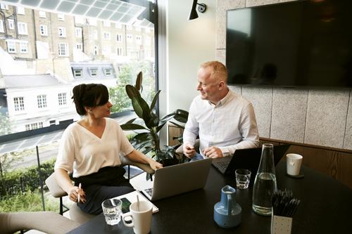 Entretien professionnel obligatoire entre une employée et son supérieur
