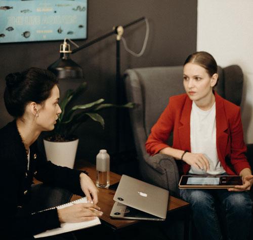 un manager menant un entretien professionnel obligatoire
